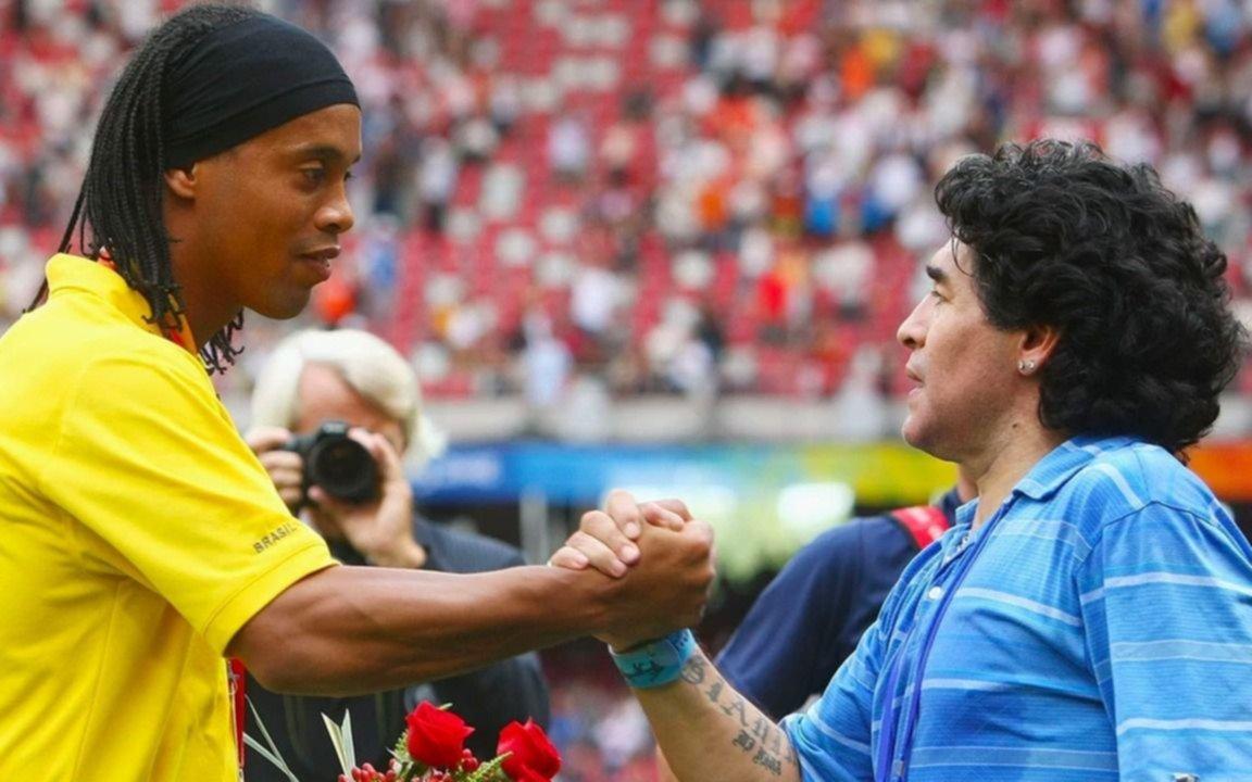 El entorno de Ronaldinho sueña con verlo en el Lobo de Maradona