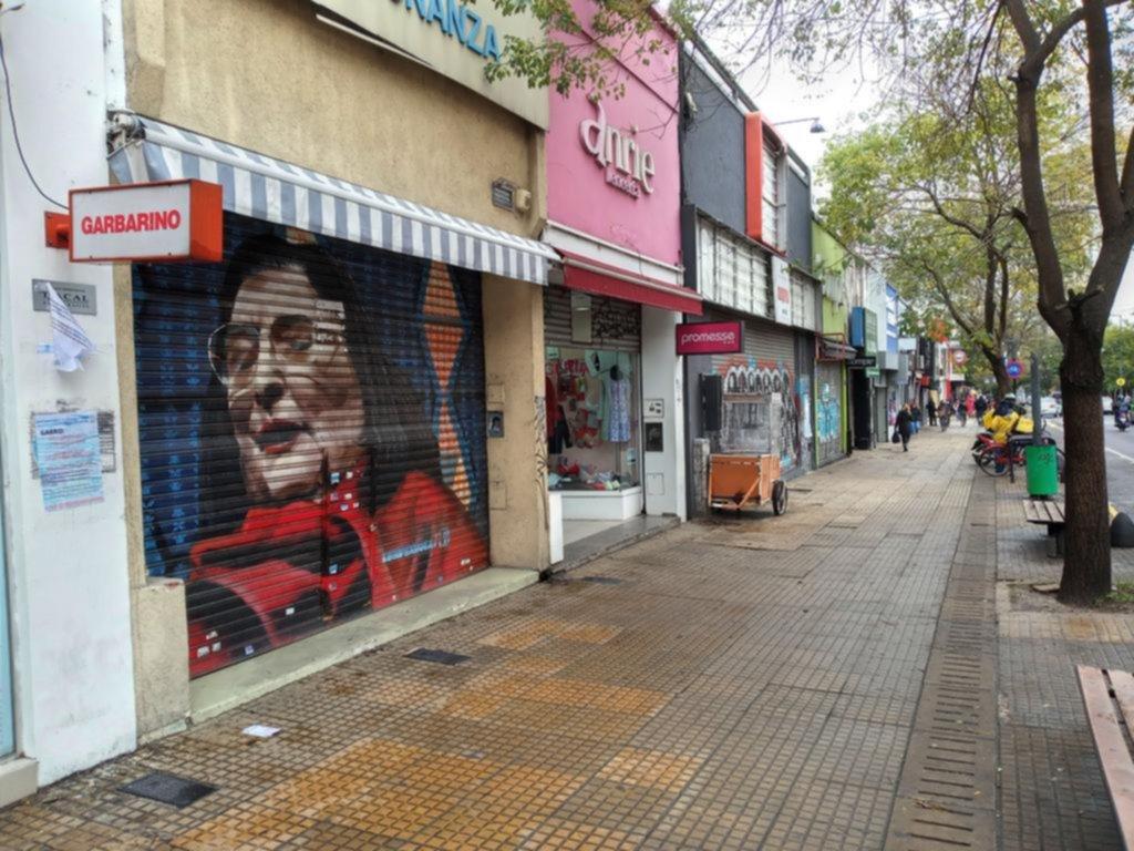 """""""Este es el golpe final para muchos"""", dicen en los centros comerciales de la Ciudad"""