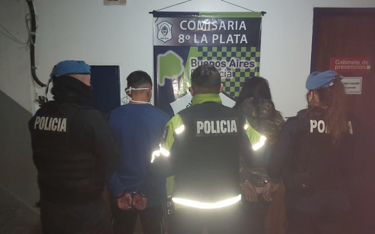 Una pareja golpeó y robó a un albañil en Altos de San Lorenzo y fue detenida