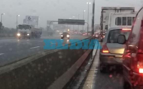 Autopista: enormes demoras para llegar a capital federal previo al endurecimiento de la cuarentena