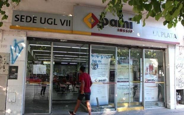 Cierran la sede central de PAMI en La Plata tras la detección de posibles casos de Covid-19