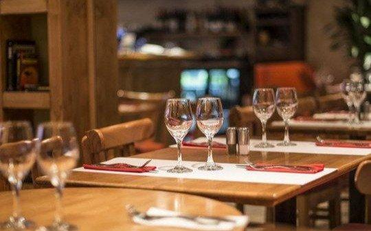 Ahogados por el escaso movimiento, empresarios gastronómicos piden cambios en el horario de atención
