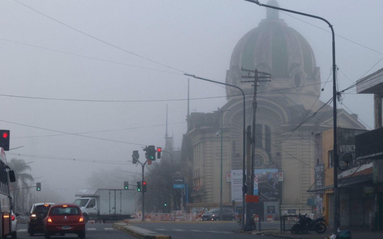 Así amaneció La Plata: nublado y muy húmedo, tanto que casi no se veía nada