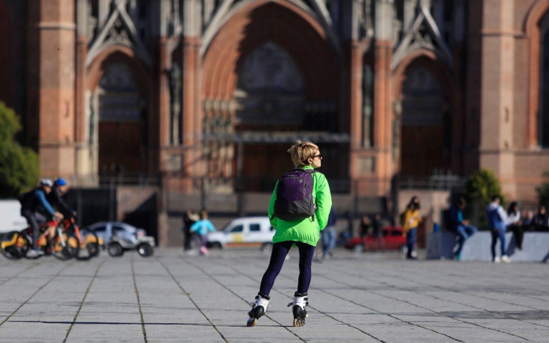 Cuál es el promedio de contagios en La Plata, dato clave para la vuelta a la escuela