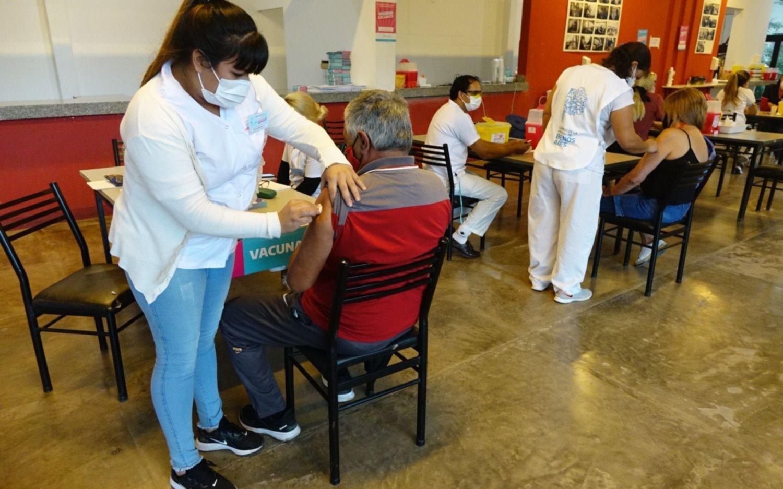 Vacuna libre a mayores de 60 años: cómo funciona y desde cuándo