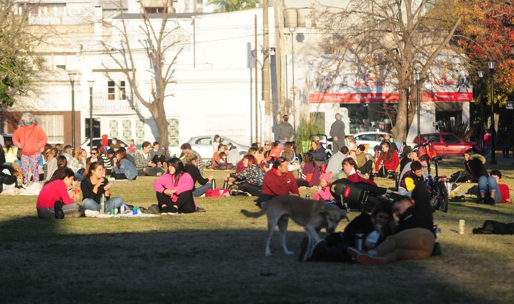 El debut de la fase 3: cambió el ritmo urbano y parques y plazas estuvieron a pleno