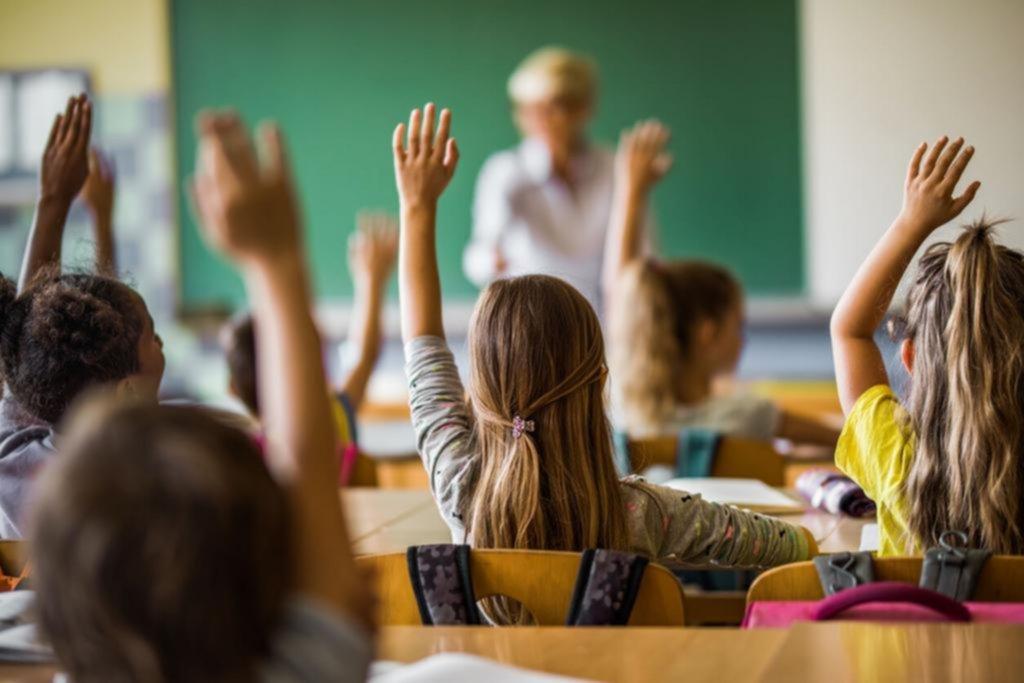 Colegios privados piden un cambio al tope de las 4 horas de presencialidad