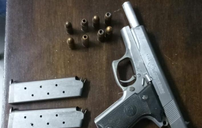 En un allanamiento por amenazas apuñalaron a un policía en Ensenada