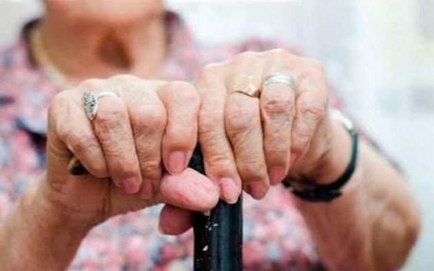 Casi el 10% de llamadas a la Línea 144 bonaerense fue por violencia hacia adultas mayores