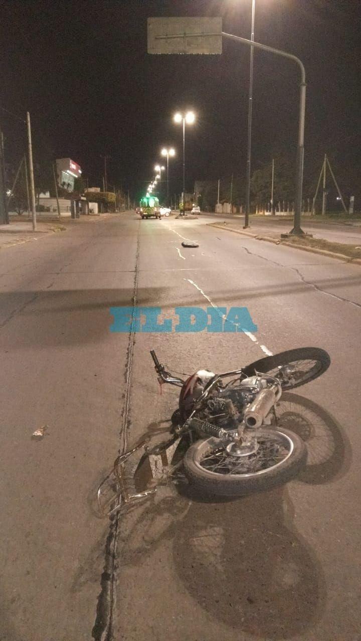 Siniestro fatal en44 y 145: dos personas que viajaban en moto fallecieron tras colisionar contra un poste