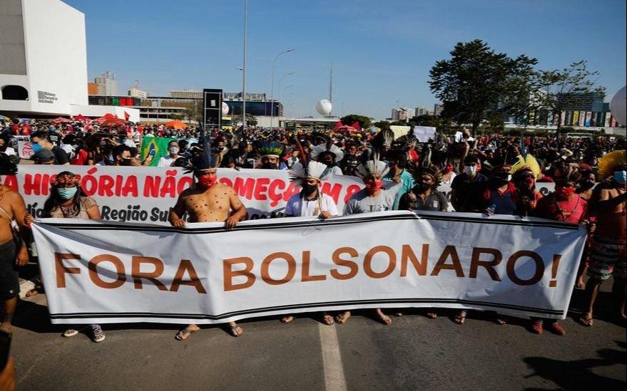 Brasil superó las 500.000 muertes por Covid y miles de personas salieron a la calle contra Bolsonaro