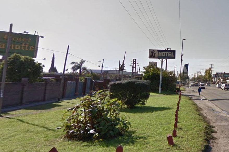 Mataron a otra joven en un albergue transitorio: ahora fue en Bernal y buscan al asesino