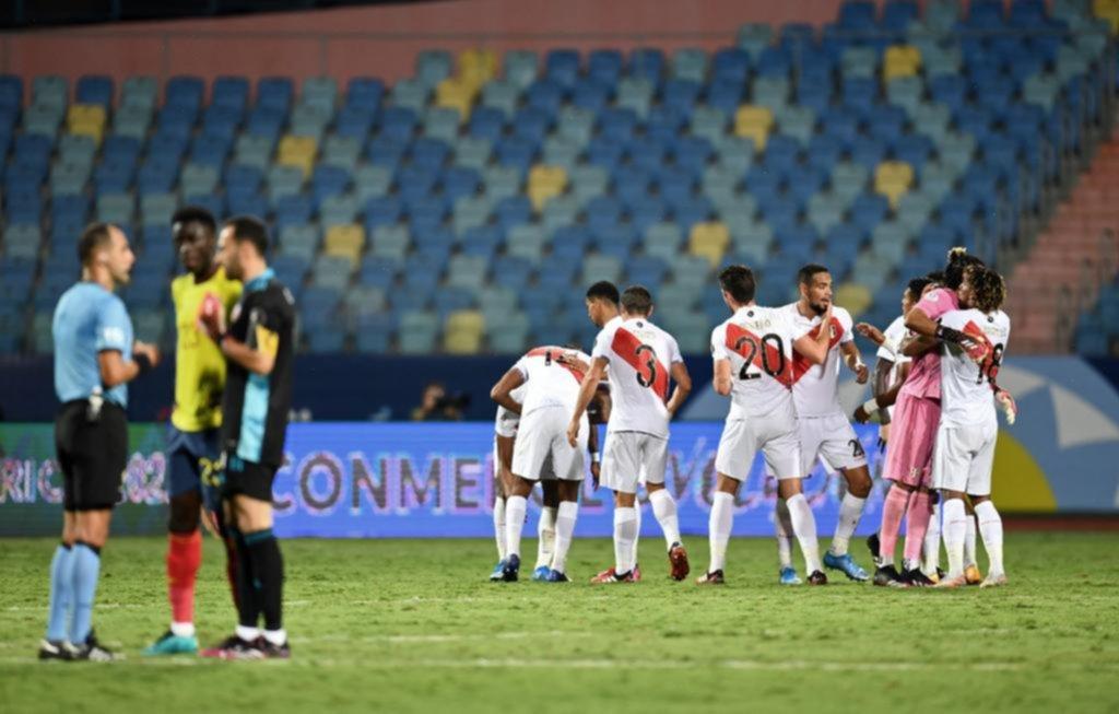 Perú dio la nota, venció a Colombia y se metió de lleno en la pelea