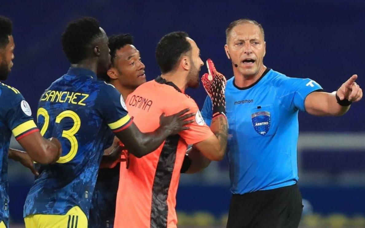 El diálogo entre el árbitro y el VAR después del polémico primer gol de Brasil