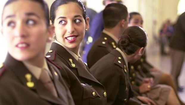 Egresaron cuatro mujeres de las armas de Caballería e Infantería