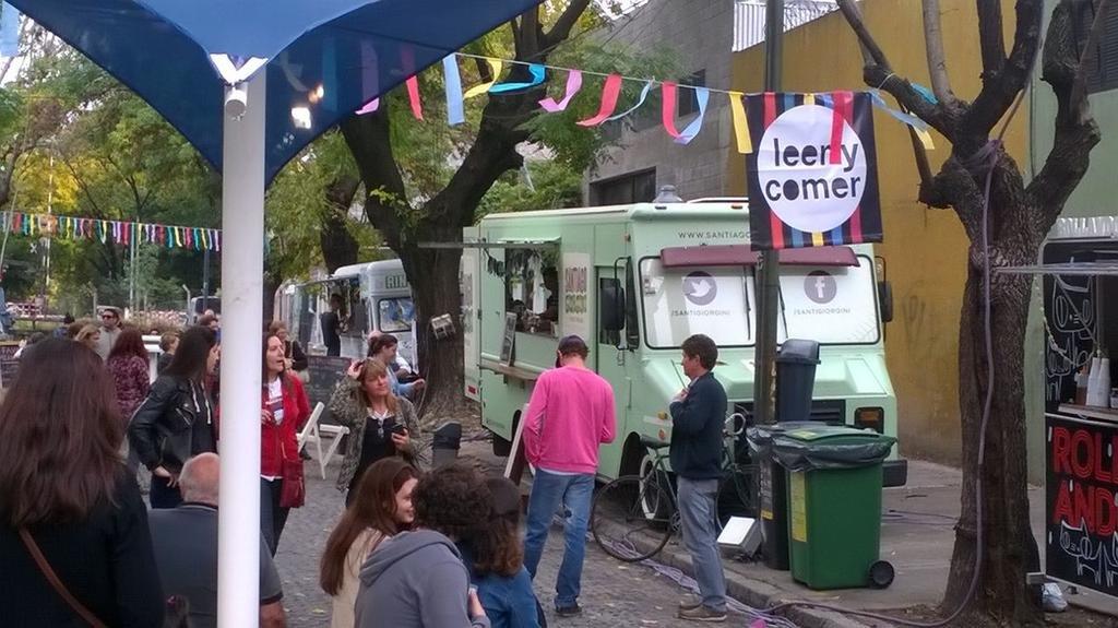 """Le darían luz verde a la instalación de """"food trucks"""" en la vía pública"""