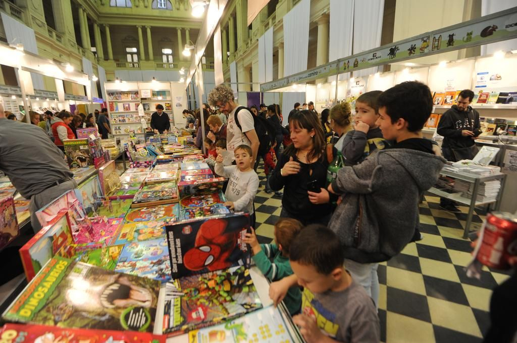 Más de 150 mil personas ya pasaron por la Feria del Libro Infantil platense