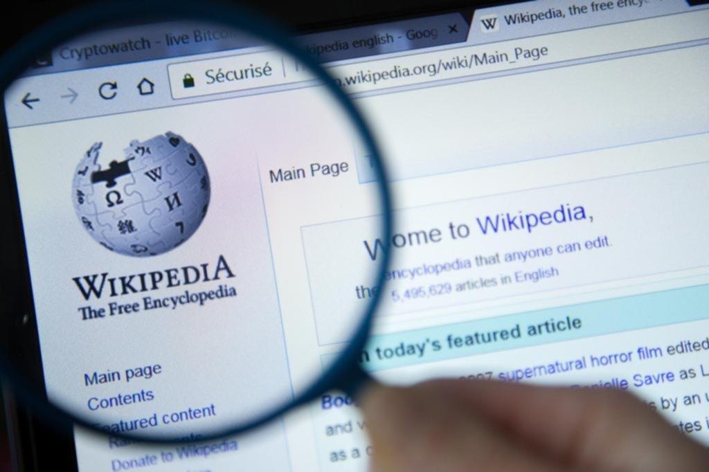 Paro de Wikipedia en protesta por la ley de derechos de autor, que se vota hoy en Europa