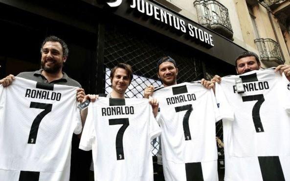 Ronaldomanía: En Turín se agotan las camisetas y hasta salió un helado CR7