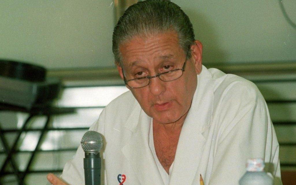 Proponen levantar un monumento a René Favaloro en Plaza Moreno