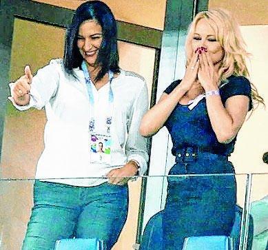 Pamela Anderson apoyó a su novio, el francés Adil Rami
