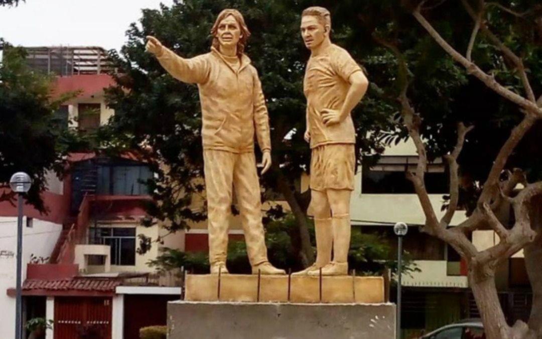 Locura por el DT: Ricardo Gareca tiene su estatua en un parque de Perú
