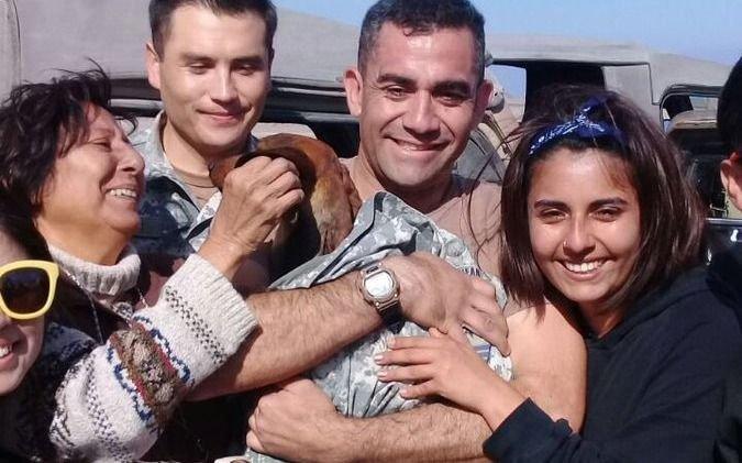 La increíble historia del perro salchicha que sobrevivió 6 días en el desierto