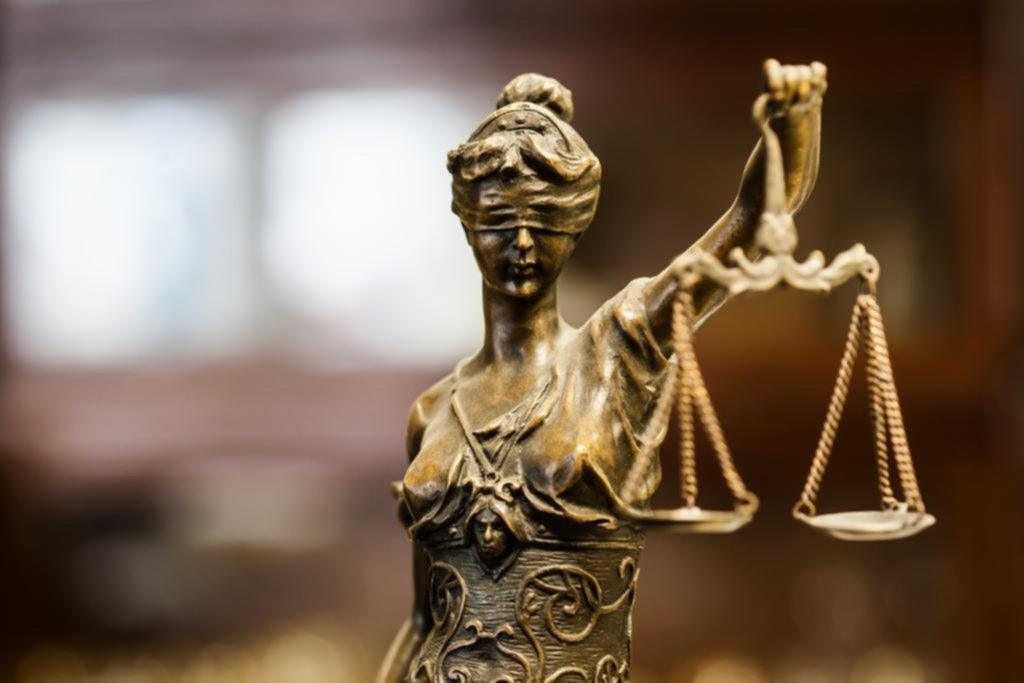 Duras críticas de abogados contra un fallo que frenó el aumento de sus honorarios