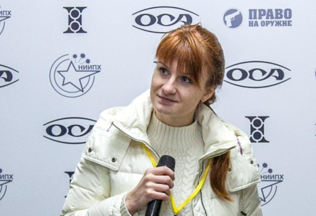 Arresta y acusa a mujer de ser agente encubierto de Rusia
