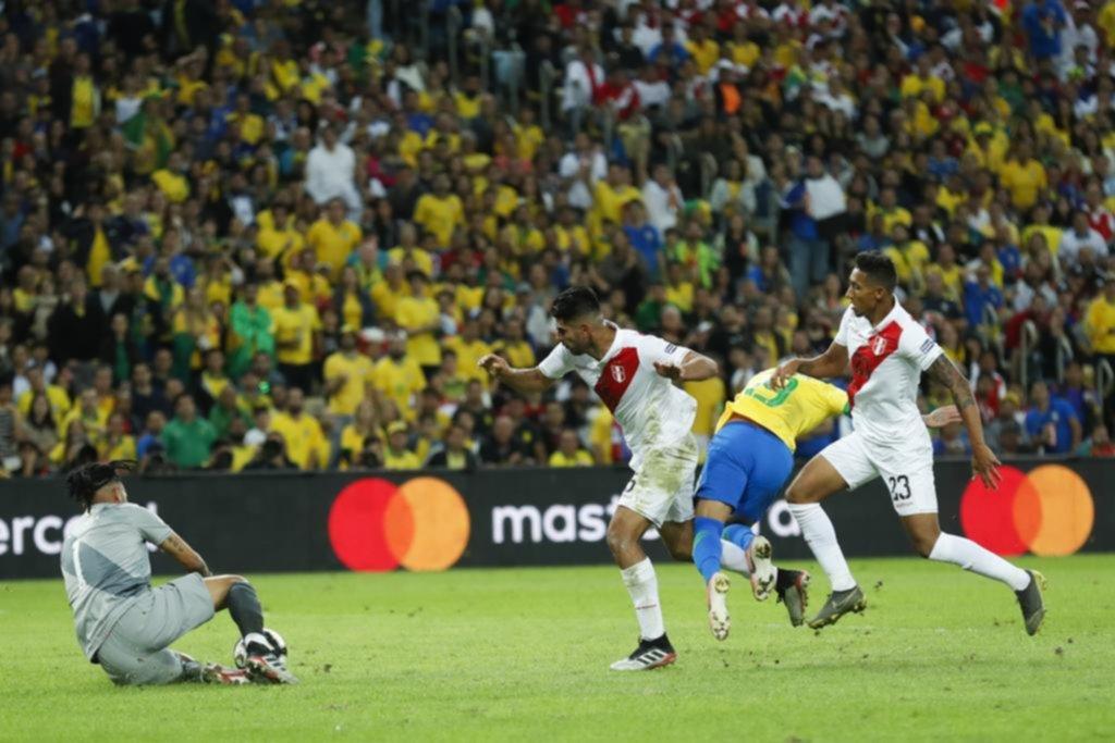 La alegría fue toda brasileña en una final cargada de polémica