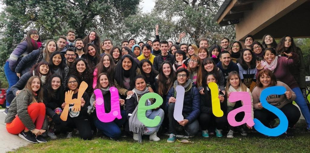 Jóvenes dejan su huella solidaria con la donación de tiempo y creatividad