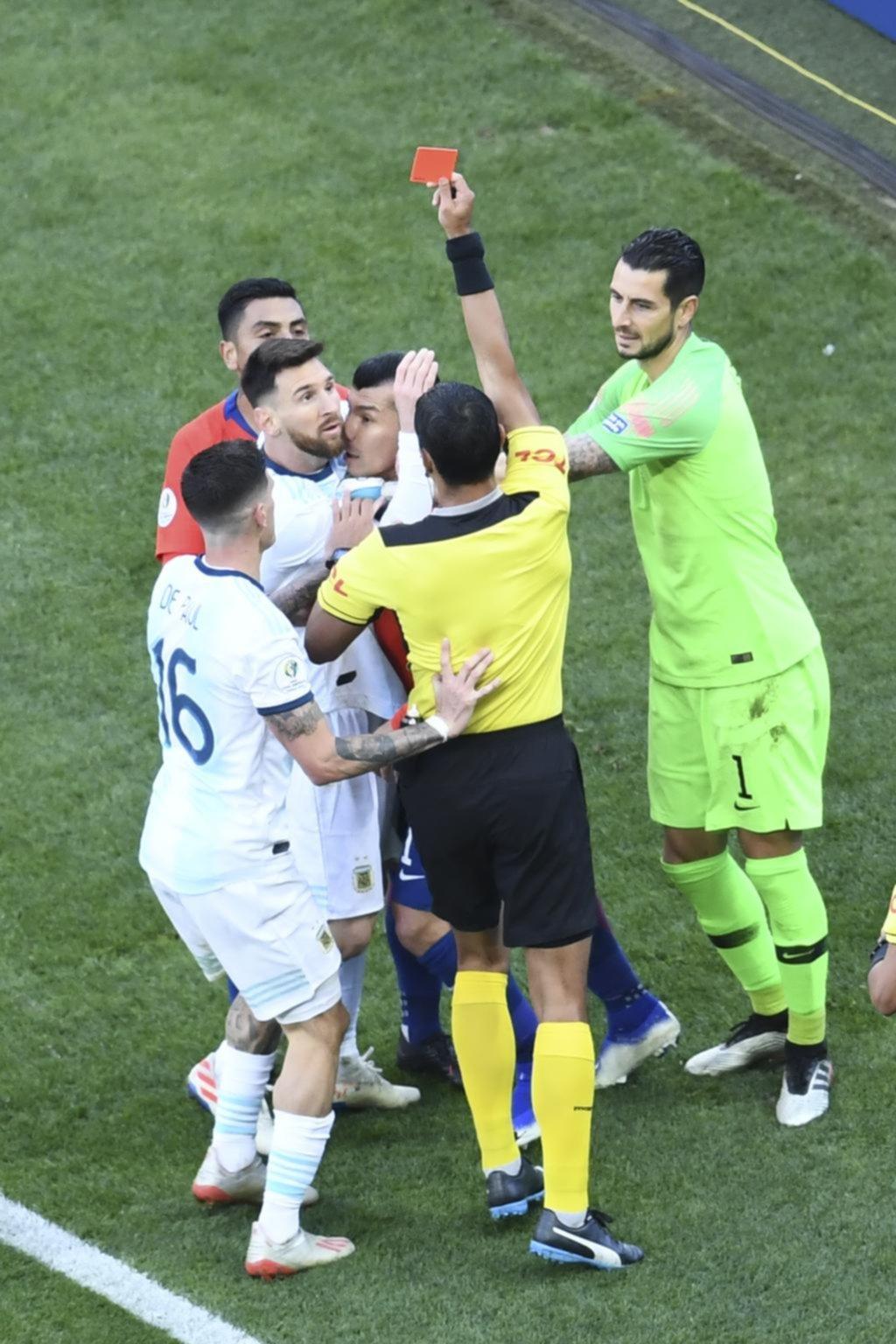 ¿Qué dijo Díaz de Vivar, el juez de la roja a Messi?