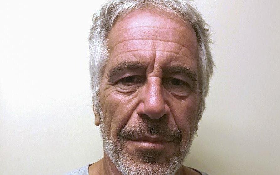 Más denuncias: una mujer dice que Epstein la violó a los 15 años