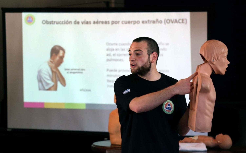 Realizan capacitaciones gratuitas de RCP y Primeros Auxilios en Los Hornos