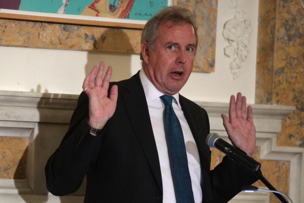 Dimitió el embajador británico en EE UU tras críticas a Trump