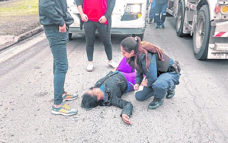 Un camión embistió a una chica en la 66: heridas leves