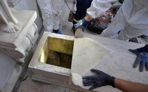 Sorpresa en el Vaticano por lo que revelaron las tumbas donde buscaban a Emanuela Orlandi