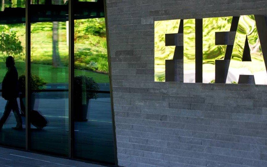 Con un nuevo reglamento, la FIFA endurece las sanciones para losclubes deudores