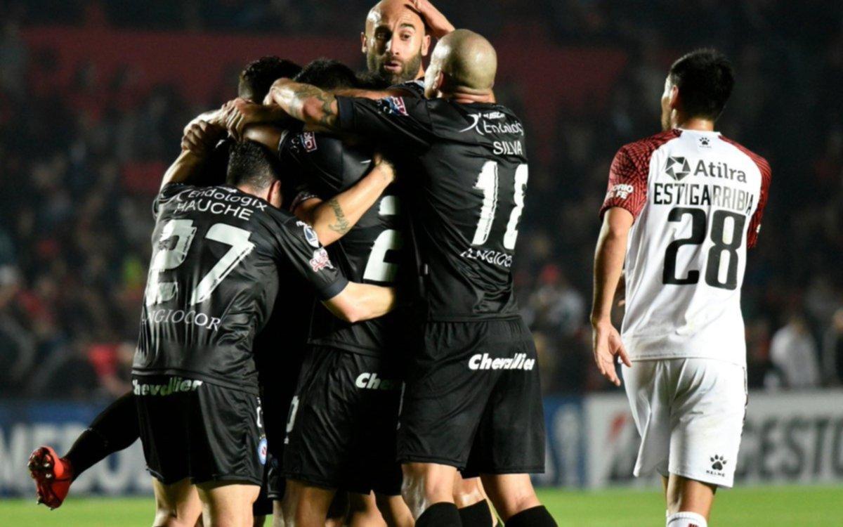 El Bicho derrotó al Sabalero en el primer cruce de Copa Sudamericana