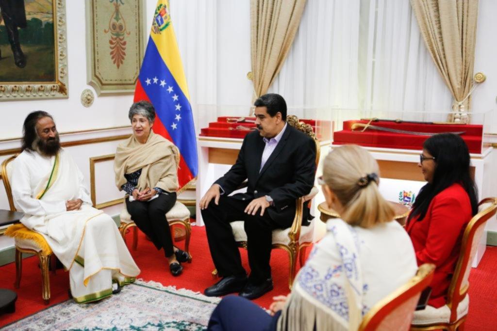 Un gurú indio cobra protagonismo como mediador para la paz en Venezuela