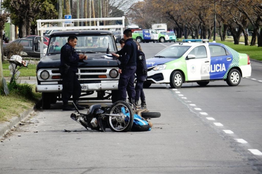 Otro joven fallecido por un fuerte choque entre una moto y un camión en la avenida 72