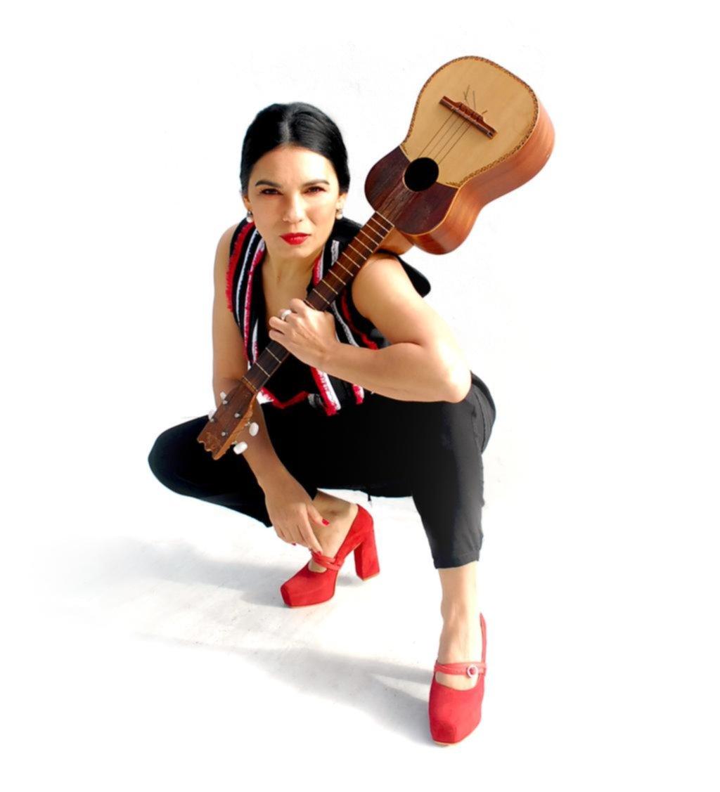 """La Charo le canta a Mercedes Sosa: """"La Negra es nuestra Pachamama hecha canción"""""""