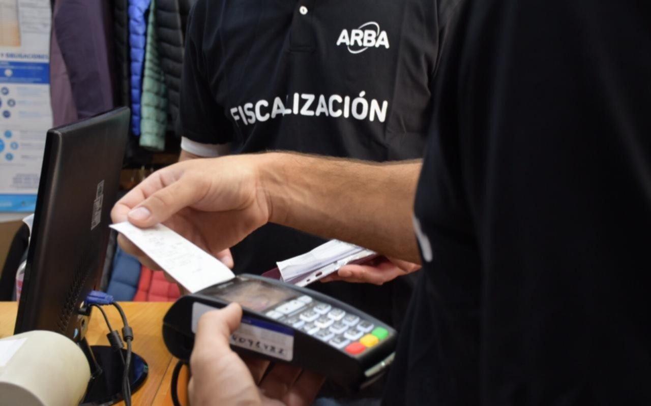 En 6 meses unos 40 mil comercios bonaerenses instalaron dispositivos de pago electrónico