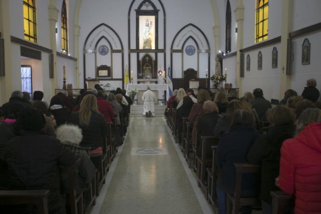 Como cada 13 de julio, una multitud adoró a la Rosa Mística en la iglesia de 23 y 54