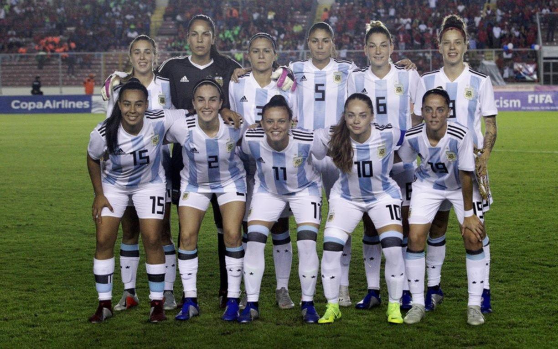 Escándalo en el fútbol femenino de la Selección: por ausencias en la lista de los Panamericanos, piden renuncia del DT