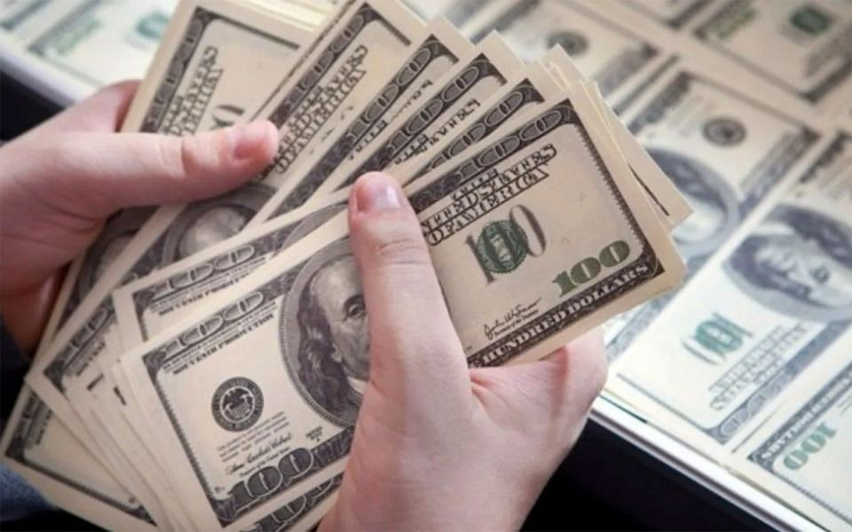 El dólar rebotó 56 centavos