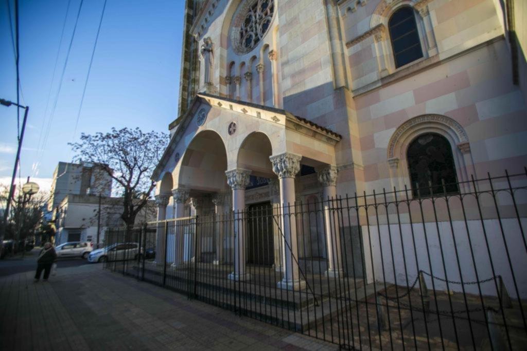 La parroquia San José se sumó a los templos enrejados debido al vandalismo