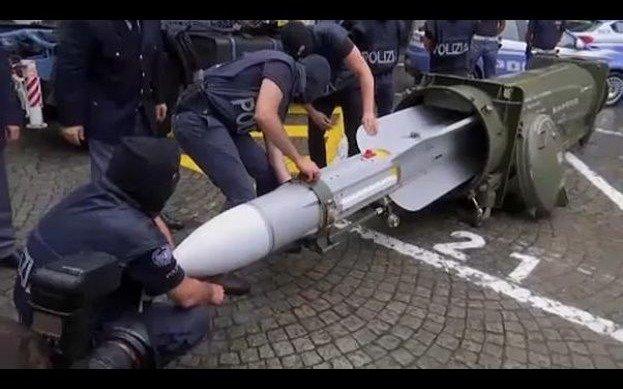 Locura en el fútbol: a una barra le incautaron hasta un misil