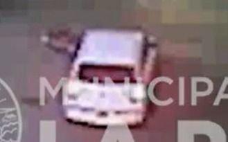 VIDEO.- Un triste clásico platense: un auto embistió a una moto en 14 y 66 y quedó filmado