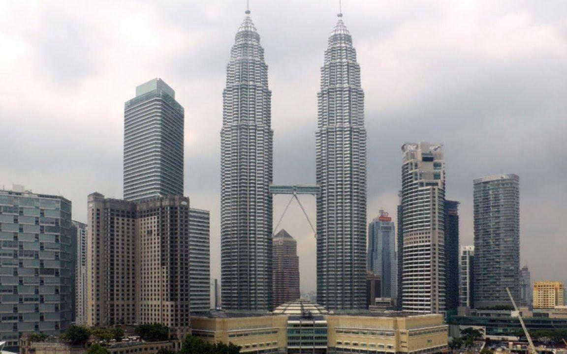 Así son las Torres Petronas, la obra más famosa de Pelli